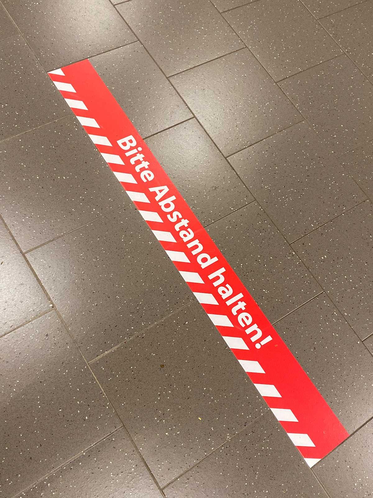 Fußbodenaufkleber - Abstand halten - Markierung